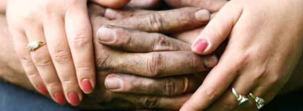 hands-of-couple-1-1312994_900x600
